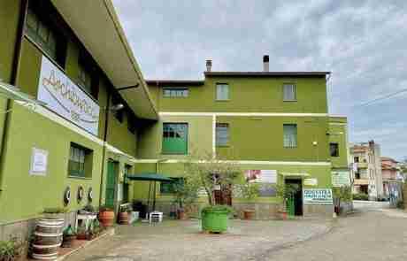Veduta esterna del Frantoio Archibusacci, sede Via del Boschetto, 3